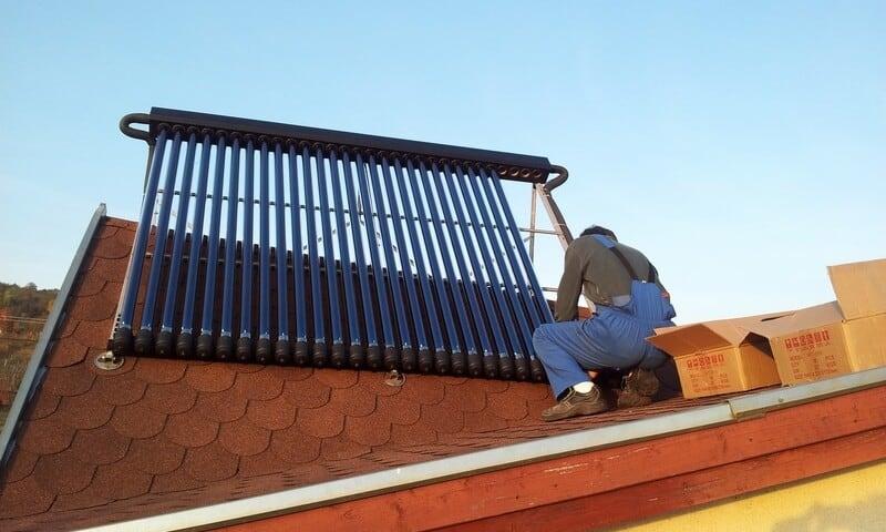 Instalare panouri solare termice cu tuburi vidate