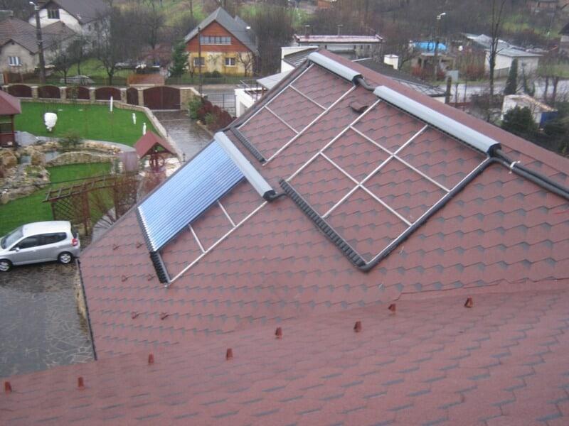 Montaj panouri solare termice acoperis casa