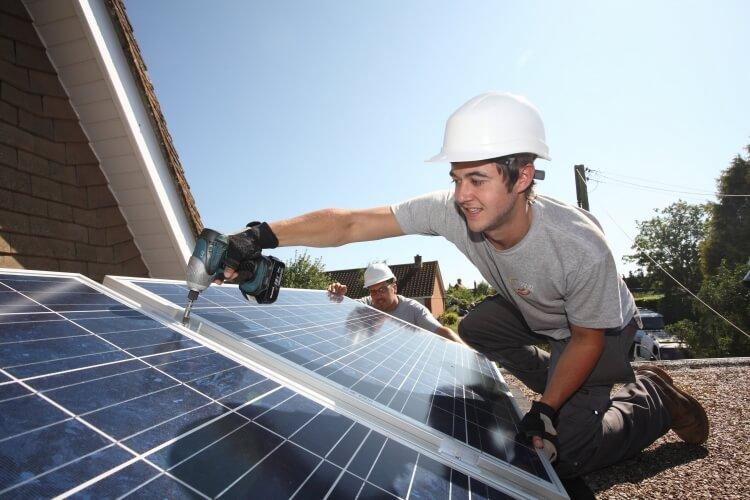 industria-solara-locuri-de-munca